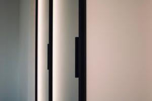 Holzfabrik48° Studio- Ankleide Begehbarer Kleiderschrank Galstüre Beleuchtung