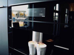 Holzfabrik48° Schauraum Musterküche Miele Einbaukaffemaschine