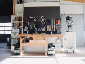Holzfabrik48° Fertigung Handarbeitsplatz Werkzeugwand Hobelbank