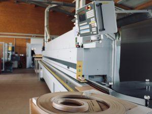 Holzfabrik48° Fertigung Brandt Kantenanleimmaschine