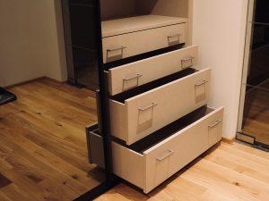 Holzfabrik48° Garderobenschrank Schubkastenelement geöffnet
