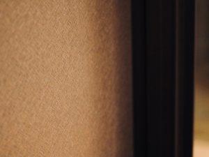 Holzfabrik48° Garderobenschrank Bronze gebürstete Schiebetürfüllung