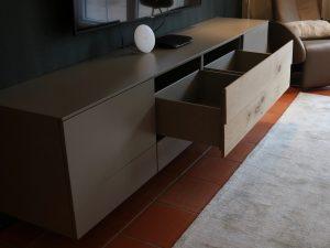 Holzfabrik48° Raumgestaltung Wohnzimmer mit Vorsatzwand & TV-Möbel
